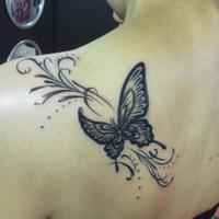 左肩甲骨 蝶々