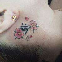 右耳裏 桜 梵字